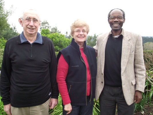 Bishop Mwita with his Wanganui co-hosts, Alan and Rev Rosemary Anderson
